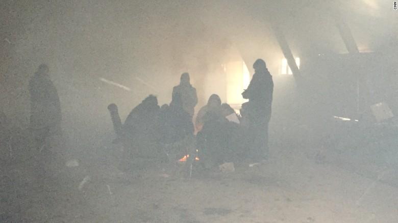 贝尔格莱德的难民在寒冬中领取食物 - wuwei1101 - 西花社
