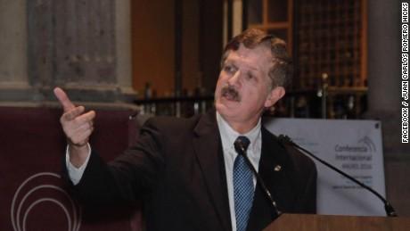 cnnee cafe intvw senador juan carlos romero hicks inmigracion depues de trump_00002609