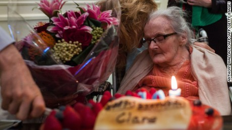 Clare Hollingworth celebrates her 105th birthday at the Foreign Correspondent's Club in Hong Kong on October 10, 2016.