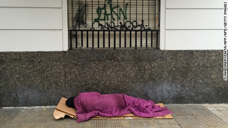 A homeless sleeps on a street of Buenos Aires on April 25, 2016. / AFP / JUAN MABROMATA        (Photo credit should read JUAN MABROMATA/AFP/Getty Images)