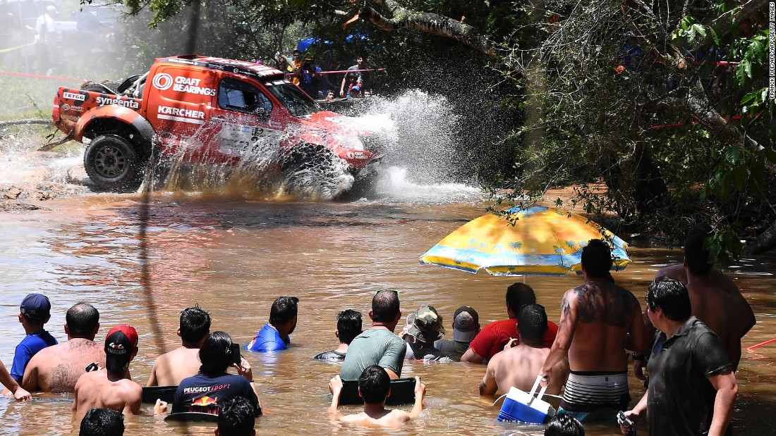 The 2016 Dakar Rally attracted 4.4 million spectators -- fans can get close to the action, as shown in this year's opening stage in Argentina.