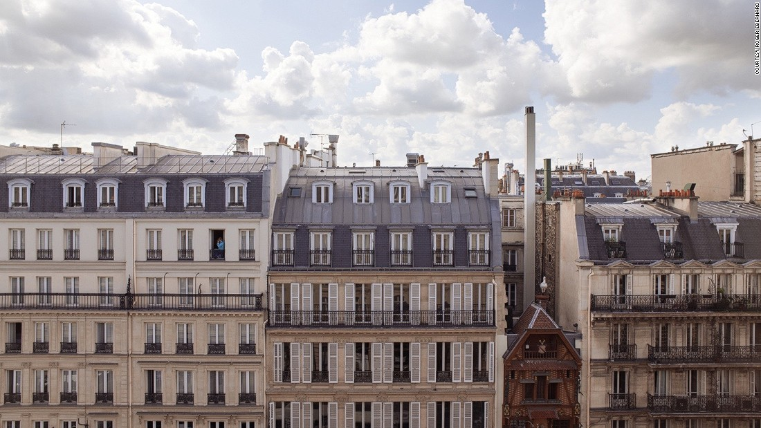 <strong>Architecture: </strong>Another city view that might be among the more recognizable, thanks to the distinctive architecture of neighboring buildings.