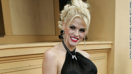 SYDNEY, AUSTRALIA - FEBRUARY 28: Model Anna-Nicole Smith arrives at the Paddington Town Hall for the NW Oscars Lunch February 28, 2005 in Sydney, Australia. (Photo by Patrick Riviere/Getty Images)