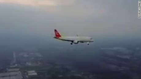 An amateur drone pilot captured up-close footage of a commercial airliner apparently coming in to land at a major Chinese airport.