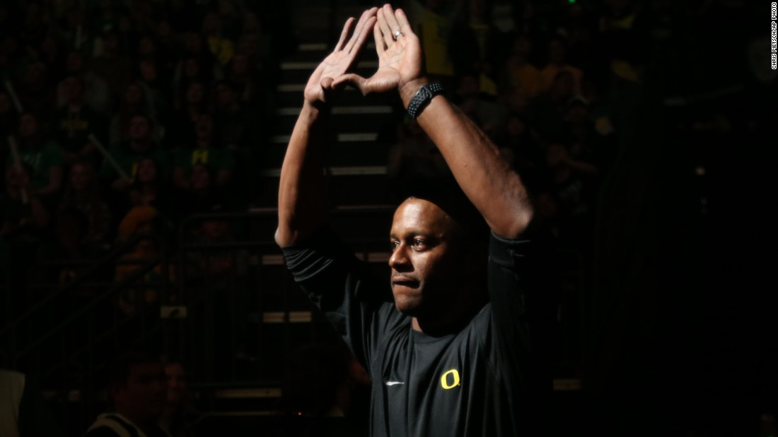 Oregon suspends coach after football players hospitalized