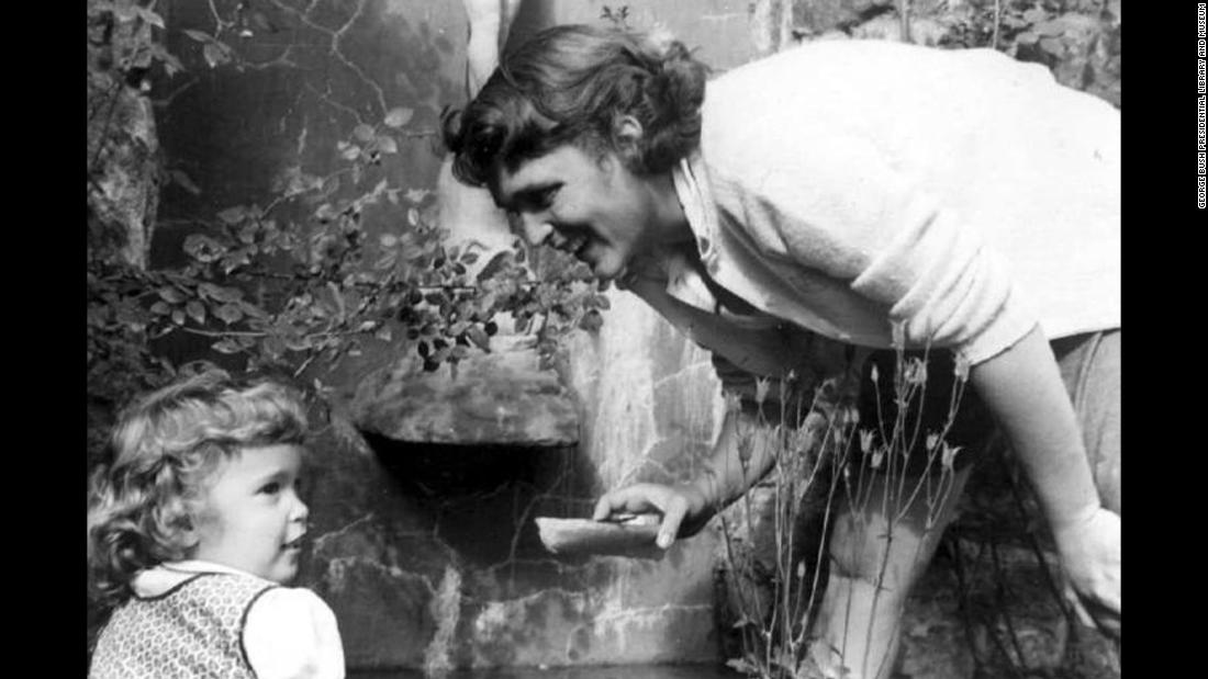 Bush with her daughter, Robin, in Greenwich, Connecticut, in June 1953. Robin Bush died shortly before her fourth birthday after battling leukemia.