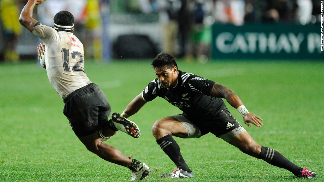 """So being quick with your feet is always beneficial, being lighter is beneficial as well -- power ratio is important too,"" he adds. Here New Zealand's Pita Ahki eludes Fiji's Vatemo Ravouvou at the 2016 Hong Kong Sevens."