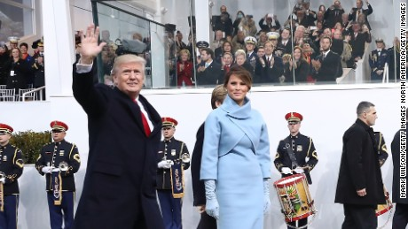 WASHINGTON, DC - JANUARY 20:  U.S. President Donald Trump waves as he walks with his wife first lady Melania Trump in front of the White House on January 20, 2017 in Washington, DC. Today President Trump was sworn in as the nationÕs 45th president during an inaugural ceremony at the U.S. Capitol.  (Photo by Mark Wilson/Getty Images)