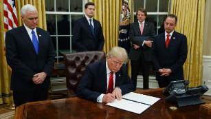 Trump puts freeze on new regulations