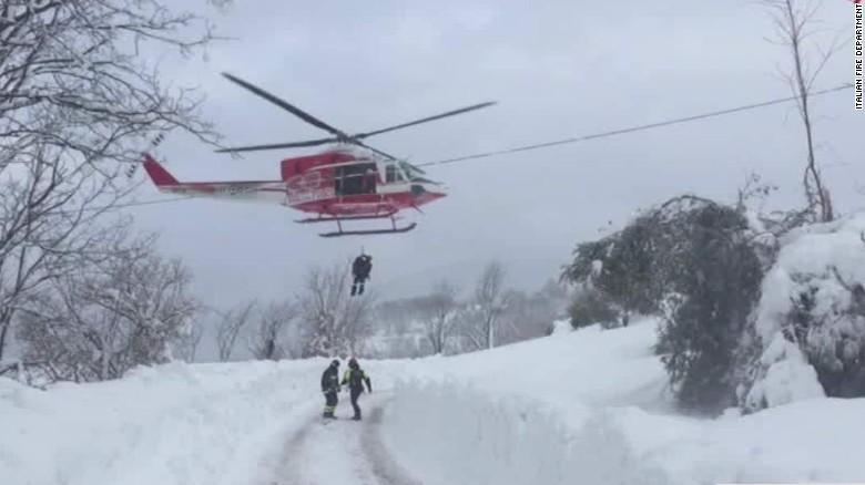 italy avalanche hotel earthquake nadeau lok_00002502