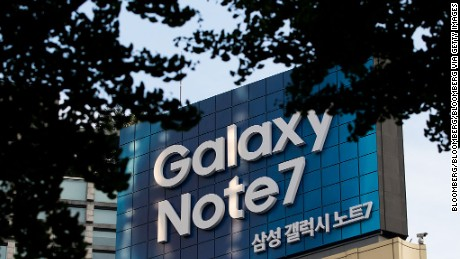 An advertisement for the Samsung Electronics Co. Galaxy Note 7 smartphone is displayed in Seoul, South Korea, on Wednesday, Oct. 12, 2016. Samsung halted sales of its Galaxy Note 7 smartphones and asked consumers to stop using the ones they've already purchased, another blow to South Korea's largest company as it struggles with a crisis over exploding batteries. Photographer: SeongJoon Cho/Bloomberg via Getty Images
