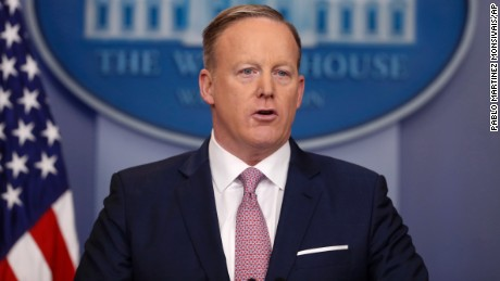 WH criticizes media for crowd size coverage