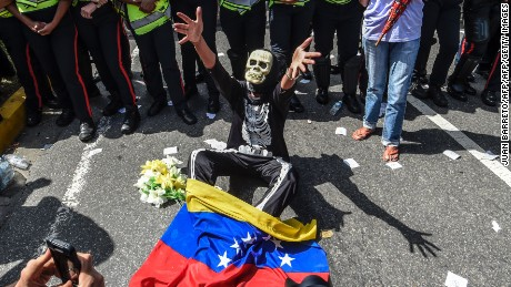 Opponents of Venezuelan President Nicolas Maduro hold a demostration in Caracas on January 23, 2017.  Some 2,000 Venezuelan opponents marched Monday in the streets of Caracas to demand early elections, with the aim of ousting President Nicolas Maduro, who they blame for the profound political and economic crisis that has the country in its grip. / AFP / JUAN BARRETO        (Photo credit should read JUAN BARRETO/AFP/Getty Images)