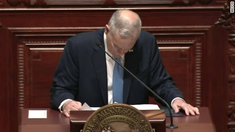 Minnesota governor mark dayton collapses vo lemon ctn_00002914.jpg
