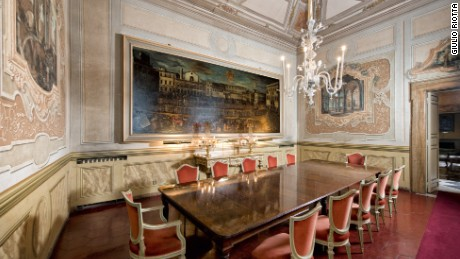 Oil paintings and rich velvet adorn the Residenza Ruspoli Bonaparte's dining room.