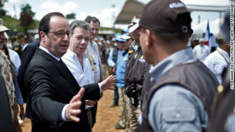 Colombian President Juan Manuel Santos (2-L) and French President Francois Hollande (L) greet United Nations delegates and members of the Monitoring and Verification Body -government delegates and guerrilla members- in Caldono, Valle del cauca department, Colombia on January 24, 2017, during a visit to a FARC rebel disarmament zone.  Hollande is on a Latin American tour to Chile and Colombia -- one of his last foreign trips before stepping down after April-May elections choose his successor / AFP / STEPHANE DE SAKUTIN        (Photo credit should read STEPHANE DE SAKUTIN/AFP/Getty Images)