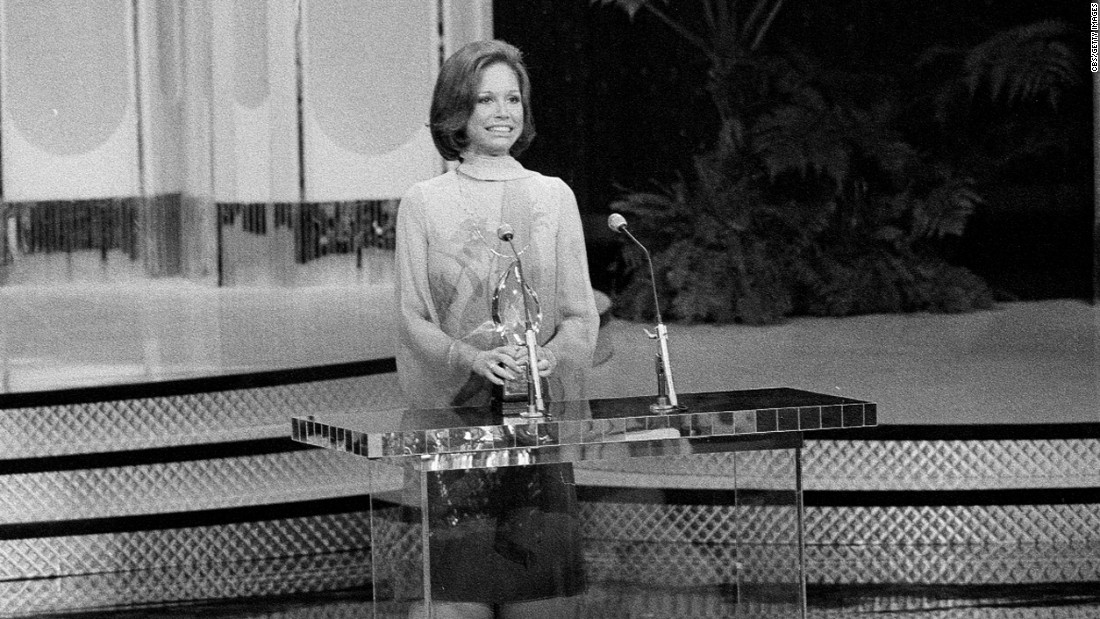 Moore accepts a People's Choice Award in 1977.