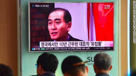 People watch a television news broadcast showing file footage of Thae Yong-Ho, North Korea's deputy ambassador to Britain, at a railway station in Seoul on August 18, 2016. South Korea said on August 17 that North Korea's deputy ambassador to Britain had defected to Seoul, in a rare and damaging loss of diplomatic face for Pyongyang. / AFP / JUNG YEON-JE        (Photo credit should read JUNG YEON-JE/AFP/Getty Images)