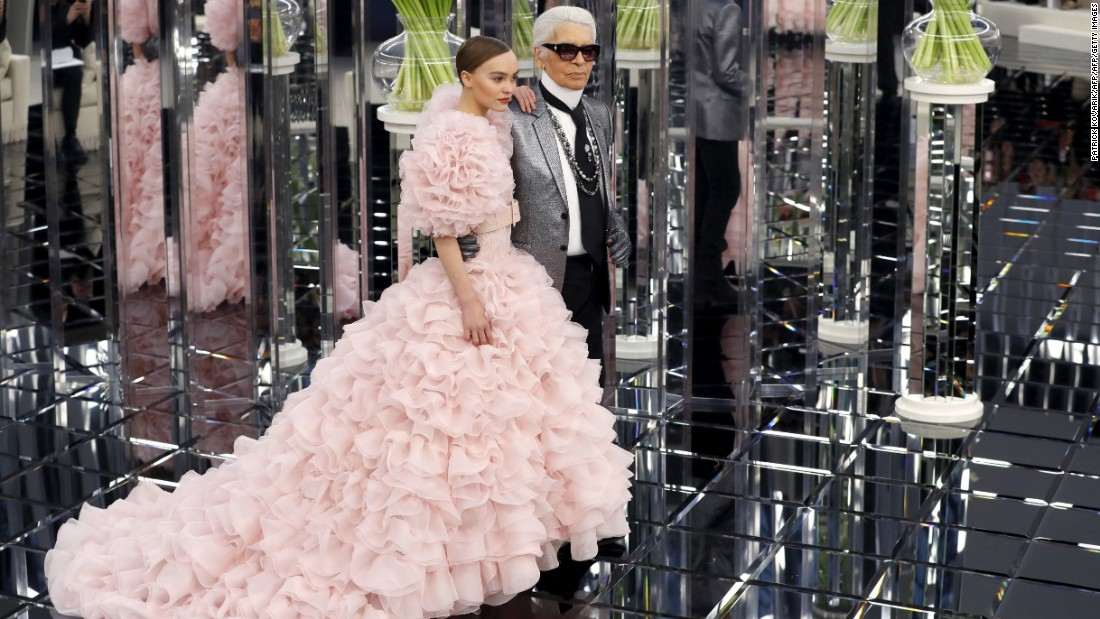 For Chanel's presentation during Paris Haute Couture Fashion Week, Karl Lagerfeld chose 17-year-old model Lily Rose Depp (daughter of Johnny Depp and Vanessa Paradis) to present the final look.
