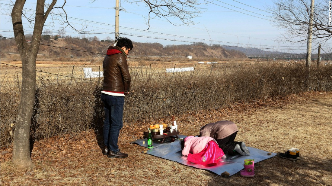 At the demilitarized zone, South Koreans honor their ancestors in North Korea.