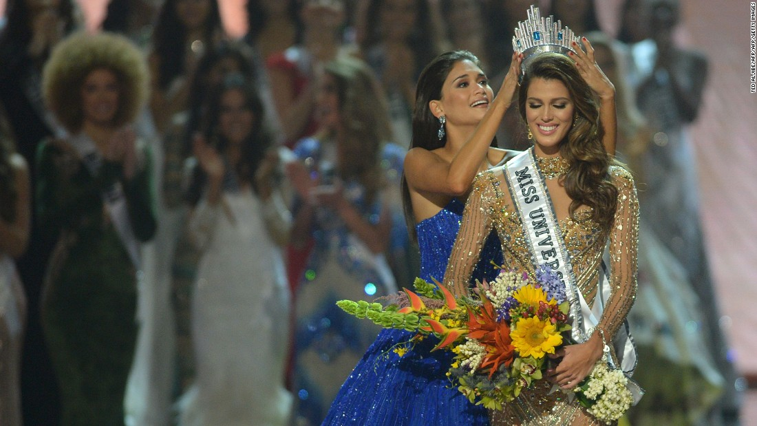Mittenaere (R) of France is crowned the new Miss Universe on Monday, January 30.