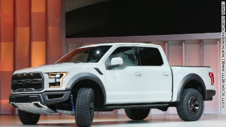 cnnee pkg digital money ford raptor hecho en america_00001214