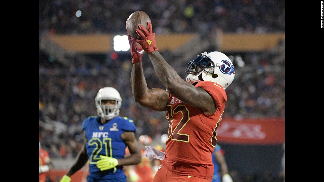 Tennessee's Delanie Walker catches a touchdown during the NFL Pro Bowl on Sunday, January 29.