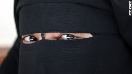 Austria to ban Muslim face veils in public places