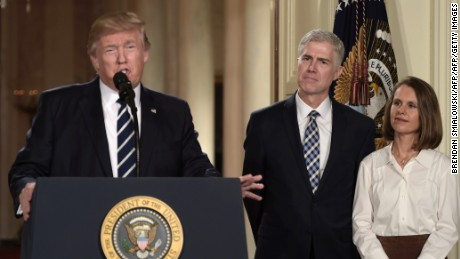 Judge Neil Gorsuch (C) and his wife Marie Louise look on, after US President Donald Trump nominated him for the Supreme Court, at the White House in Washington, DC, on January 31, 2017. Trump named Judge Neil Gorsuch as his Supreme Court nominee. / AFP / Brendan SMIALOWSKI