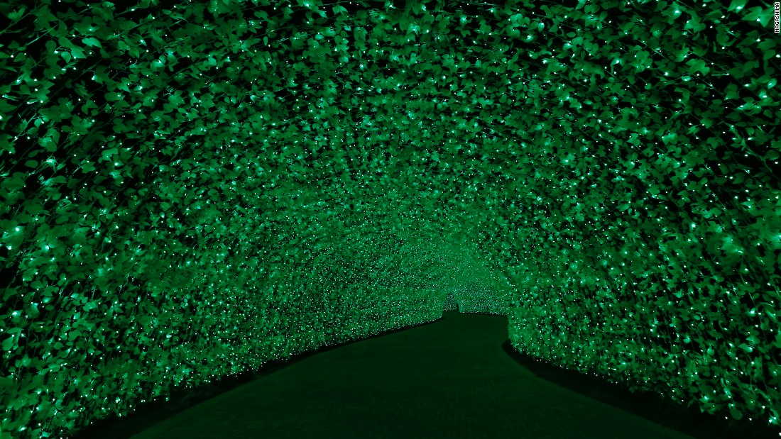<strong>Tunnel of lights: </strong>The tunnel's lights change color, swapping between hues of green, red and orange.