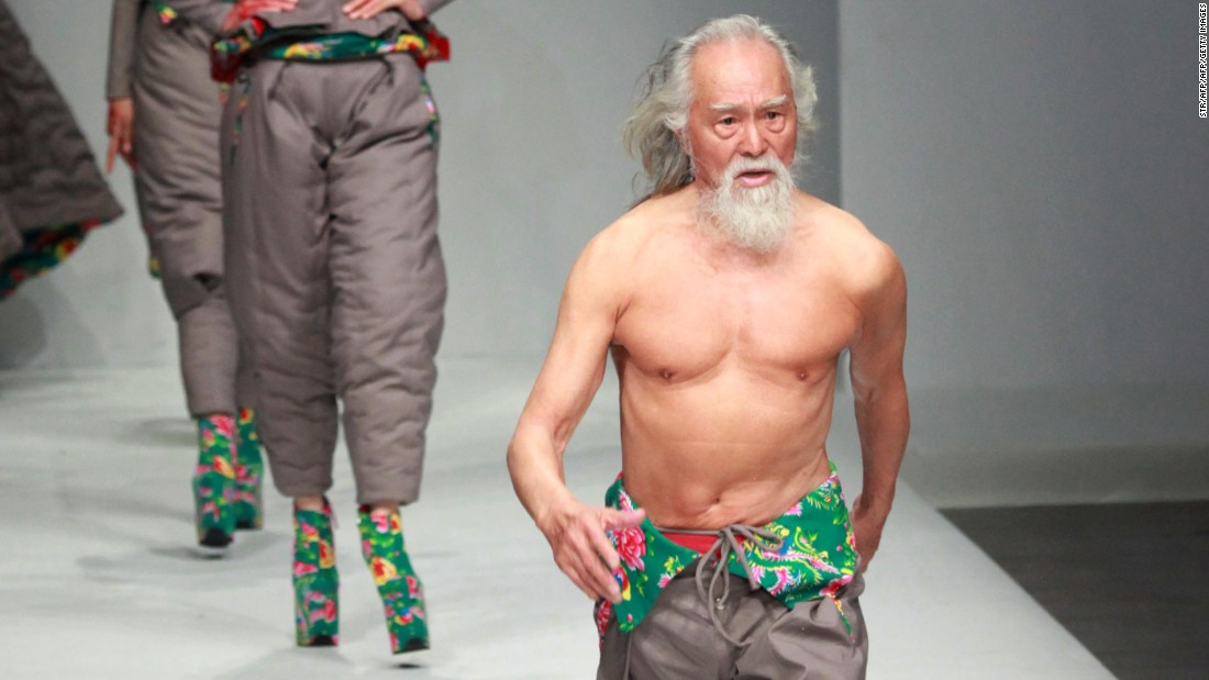 Age has never been an obstacle for Deshun, who learned to ride a horse at 65 and ride a motorbike at 78. This year, he walked at Milan Men's Fashion Week.