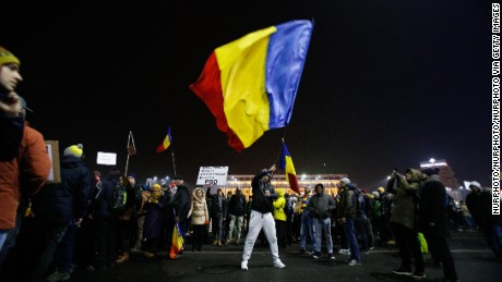 Romanians protest en masse against corruption decree