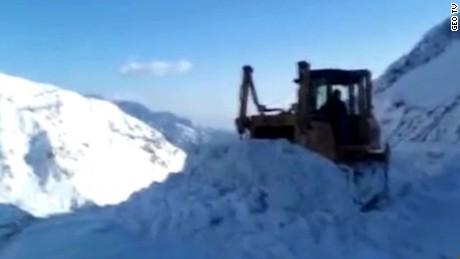 avalanche pakistan afghanistan tom sater_00012219.jpg