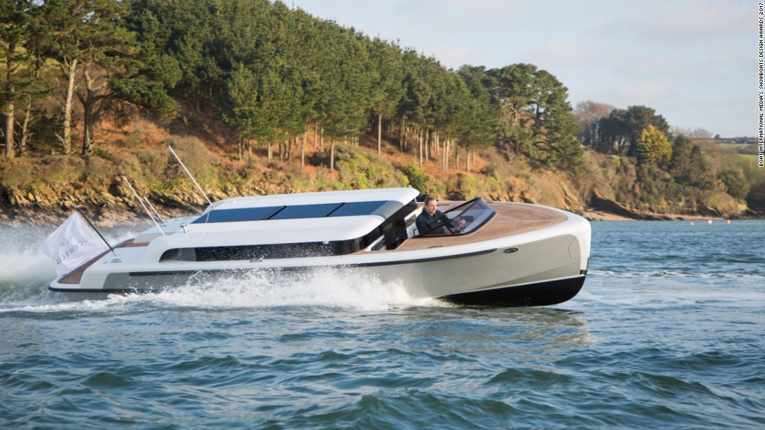 Built as a tender to an 288ft superyacht, this 9.5m Limousine can reach speeds in excess of 30 knots.