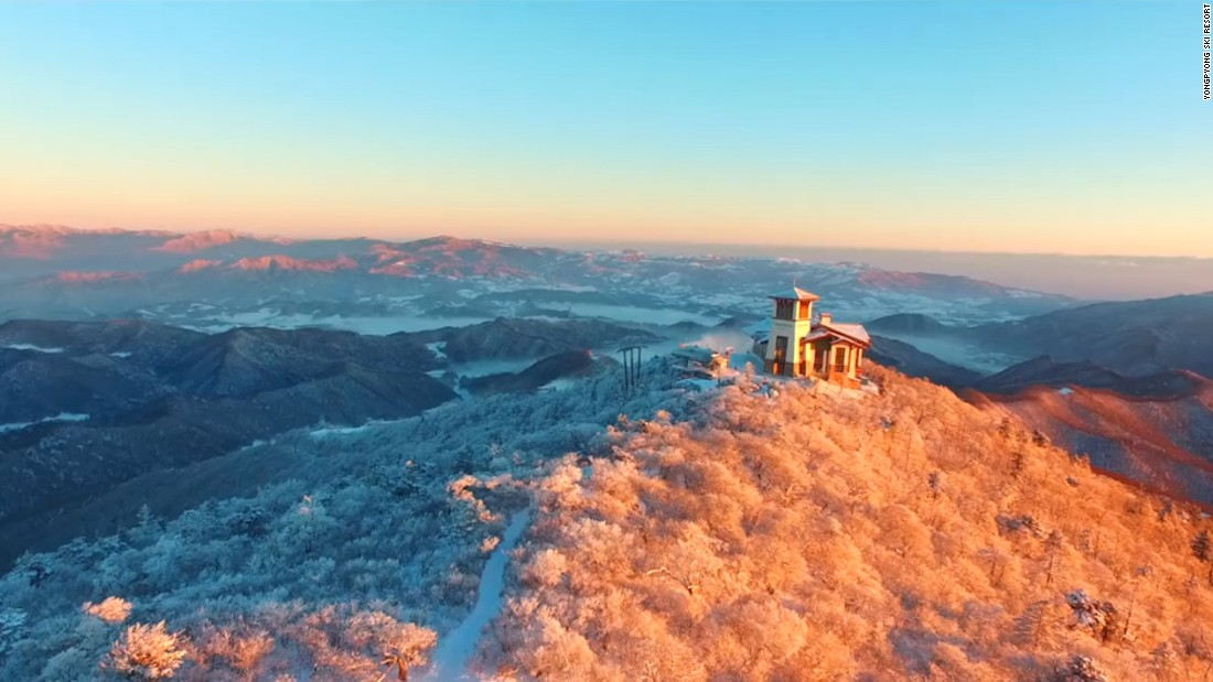 "<strong>Dragon Peak:</strong> Dragon Peak, at the top of the Yongpyong gondola, is where you'll get your pop cultural fix. This lodge served as a key setting for one of South Korea's most famous TV dramas, ""Winter Sonata."""