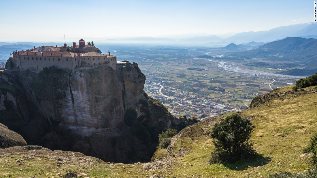 <strong>Monasteries with a view:</strong> The monasteries offer incredible views over the Plain of Thessaly.