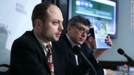 Kara-Murza at a news conference with Nemtsov in 2014.