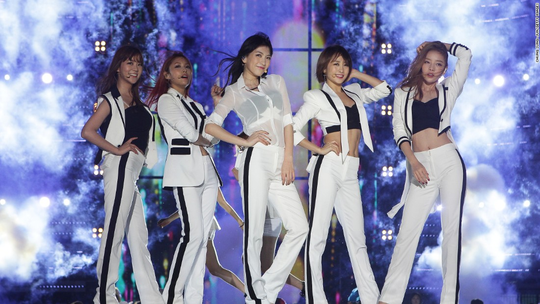 Kara on stage during the K-POP festival on September 28, 2013 in Wonju, South Korea. They disbanded in January 2016.