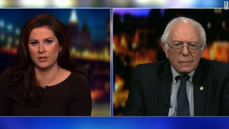 Sanders rips Trump, jokes about 'fake news'