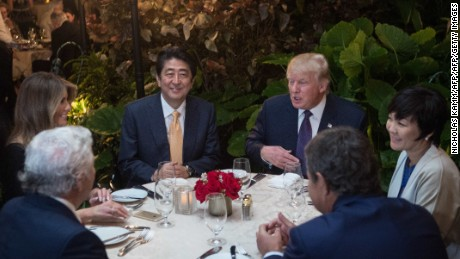 US President Donald Trump, Japanese Prime Minister Shinzo Abe (2nd-L), his wife Akie Abe (R), US First Lady Melania Trump (L) and Robert Kraft (2nd-L),owner of the New England Patriots, sit down for dinner at Trump's Mar-a-Lago resort on February 10, 2017. / AFP / NICHOLAS KAMM