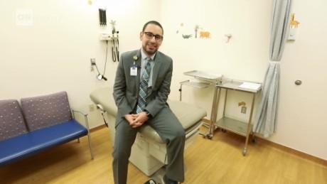 cnnee pkg christine romans ee.uu. doctor sirio trabaja en zonas rurales de dakota del sur_00001513