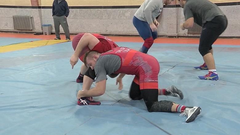 iran us wrestling team visit tehran pleitgen pkg_00013806
