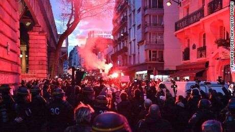 Police Fire Tear Gas to Disperse Crowds in Paris Suburb