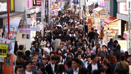 As a fashion center for Japanese youths, the Harajuku district of Tokyo attracts large crowds.