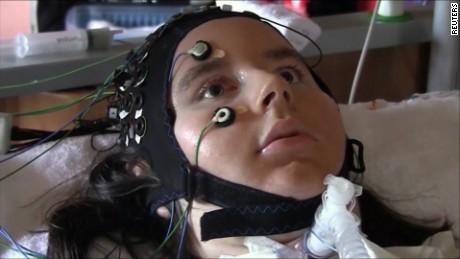 cnnee pkg andrea leon como comunicarse con paciente con paralisis fisica_00005930.jpg