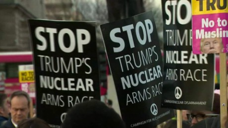 cnnee pkg rebaza protestas londres vs visita trump debate visita estado_00001003