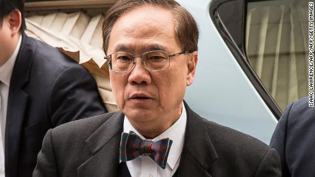 Former Hong Kong chief executive Donald Tsang (C) arrives at the High Court for sentencing after being found guilty of misconduct in Hong Kong on February 20, 2017. Tsang was on February 17 found guilty of misconduct during his time at the helm of the city in a high-profile corruption trial, but escaped conviction for bribery. / AFP / Isaac LAWRENCE        (Photo credit should read ISAAC LAWRENCE/AFP/Getty Images)