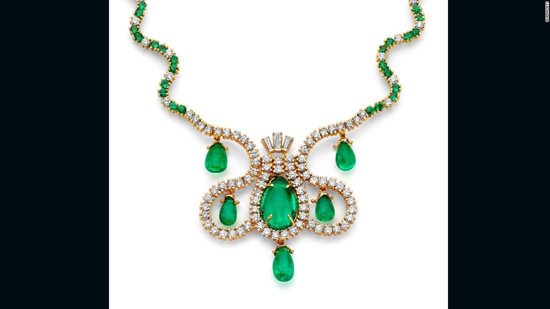 The large (9.84-carat) cabochon emerald at the center of this necklace is surrounded by almost 13 carats of diamonds, with a further 60 diamonds strung along its chain. The design combines elements of Spanish and Native American art and contains 127 emeralds and 153 diamonds in total.