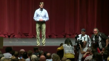 Crowd erupts as congressman avoids question