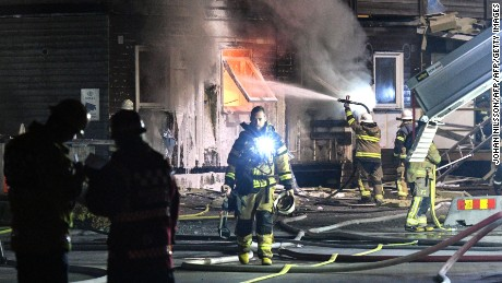 vanersborg muslim Fire at large swedish migrant people have been injured when a fire broke out overnight at one of the country's largest migrant centres outside of vanersborg.